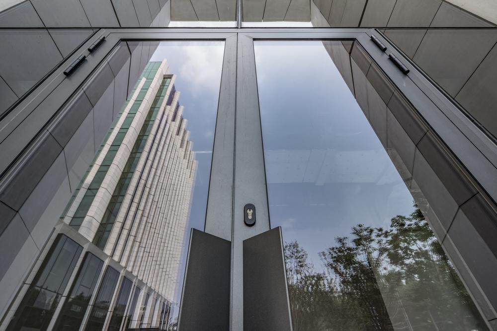 Cerrajeria en edificios publicos